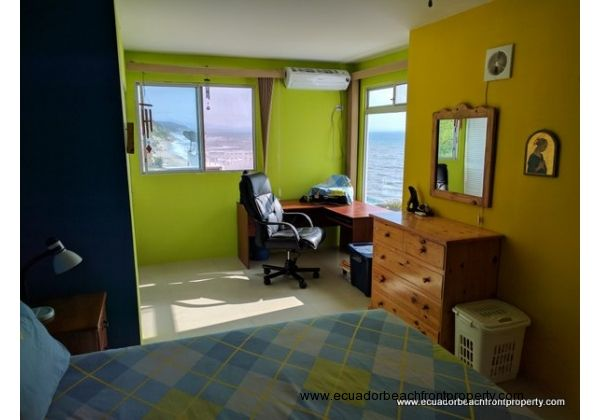 beachfront condo for sale in Crucita