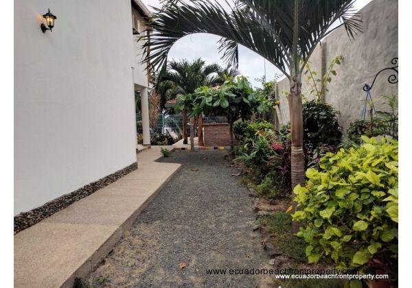Siedyard walkway