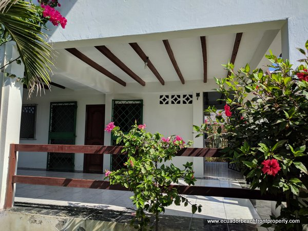 oceanview home for sale in Ecuador