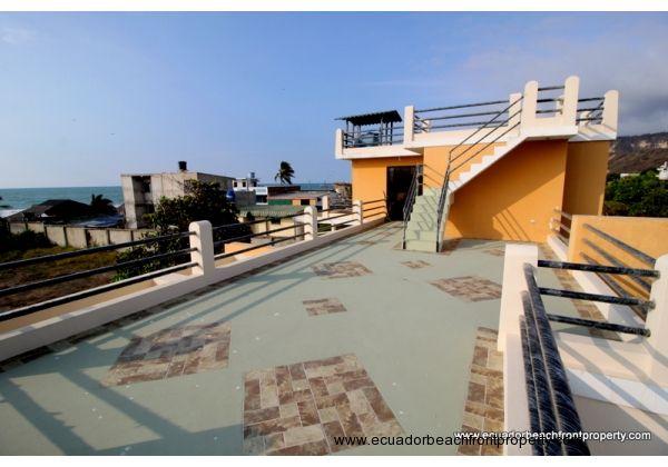 Huge sunbathing terrace