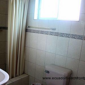Bathroom in guest room 1