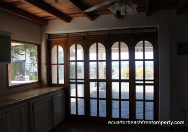 Windows in the kitchen that bring in fresh breezes (no AC required!)