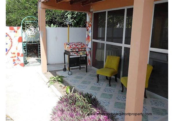 house on 3 lots for sale in Crucita