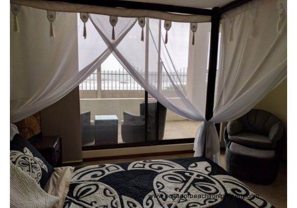 Wake up to gorgeous oceanviews from your king size poster bed