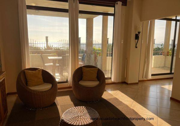 Comforts of Home BEACHFRONT Condo