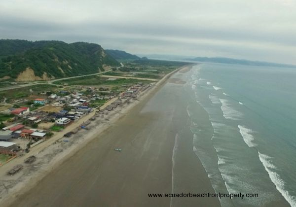 Briceno is a small fishing town 15 minutes north of Bahia and 5 minutes south of Canoa
