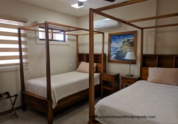 3rd Bedroom with 2 twin beds, AC