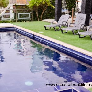 Easy keep green area of astro turf around the pool.