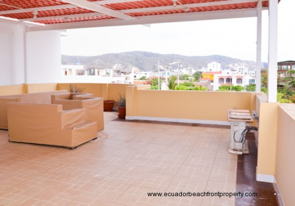 Enormous furnished roof top terrace