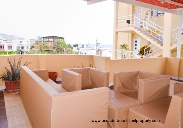 Oceanviews and breezes from the covered terrace