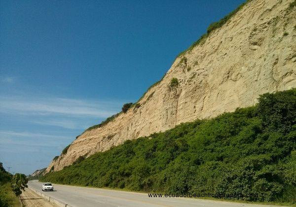 The lot is located off the newly renovated highway connecting Canoa to San Vicente/Bahia.