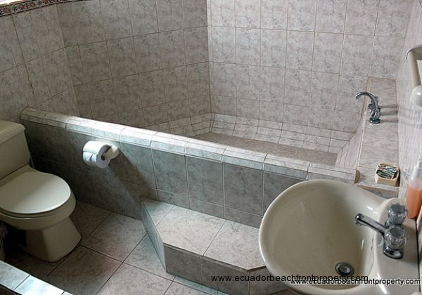 Large tile tub and separate shower in guest room 2